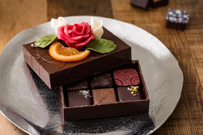こちらは、箱自体がホワイトチョコレートでできています。季節ごとに商品バリエーションが変わりますので、自分用としてもプレゼントとしてもおすすめです◎