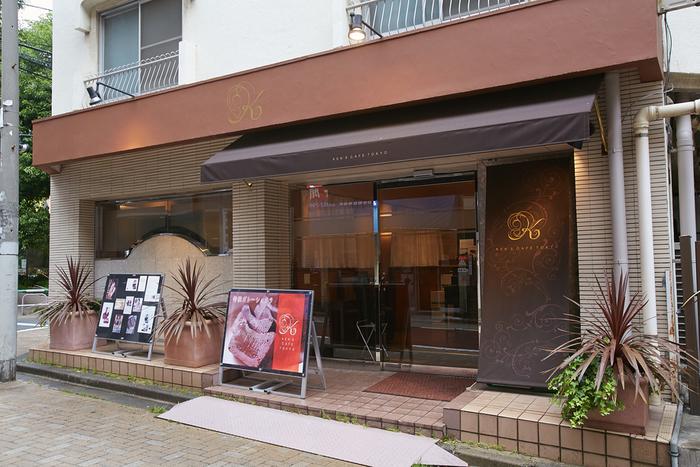 「KEN'S CAFE TOKYO」は、新宿にあるガトーショコラが人気のお店。「特撰ガトーショコラ」は小麦粉を一切加えず、厨房で一つずつ手作りされている限定生産品です。
