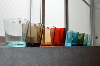 色使いもとっても豊富。 それぞれが、まるで自然界の色からそのまま映したようなナチュラルな色合い。 だから、どんな飲み物を入れても、サマになります。