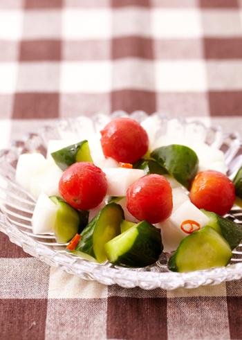 まずはシンプルな野菜のピクルスから。 おかずにもう一品ほしい!というときにも簡単に作れちゃうので、とっても便利なレシピです。