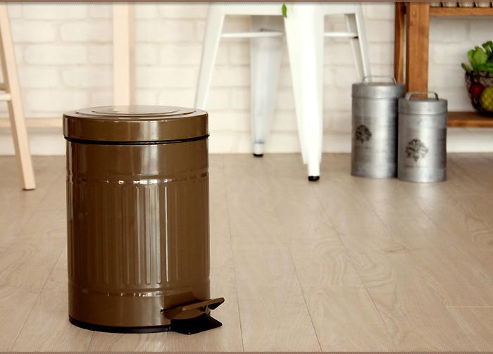 これからの季節、生ごみやゴミ箱などの臭い匂いも、すっきり。ゴミの上から、パラパラとふりかければ、活性炭より強い消臭効果があります。