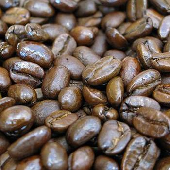 ビタミンや、抗酸化物質も豊富なコーヒーは、直接お肌にのせたいくらい。  実はコーヒーの出がらしとお米を使って、コーヒースクラブパックを作ることができるんです。この夏の肌ケアにお勧めです。