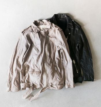 本革素材のものならもう少し寒くなっても着られるので、この機会にぜひ、チェックしてみてくださいね。