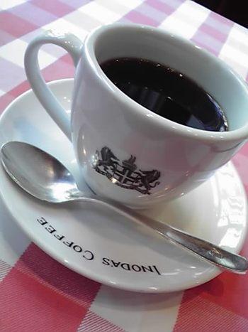 今や観光名所の一つになりつつある、イノダコーヒ。 創業1940年という歴史あるコーヒー店の味は、今もなお引き継がれています。 「京都の朝は、イノダコーヒの香りから」 そんな歴史あるイノダコーヒの魅力を、ご紹介します。