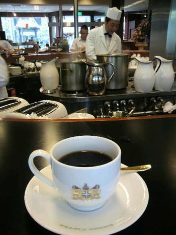 創業1940年。守られ続けてきた一杯を味わうことができるのは、イノダコーヒならでは。 丁寧に淹れられた一杯には、イノダコーヒのこだわりが詰まっています。