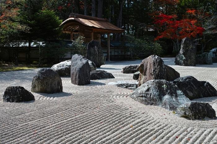 国内最大級の石庭「蟠龍庭(ばんりゅうてい)」は、「金剛峯寺」の境内にあります。