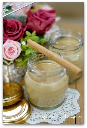 シナモン、カルダモン、クローブ、ブラックペッパー、4種類のスパイスを入れて、贅沢に仕上げたミルクジャム。豊かなスパイスの香りを堪能してみて下さいね!
