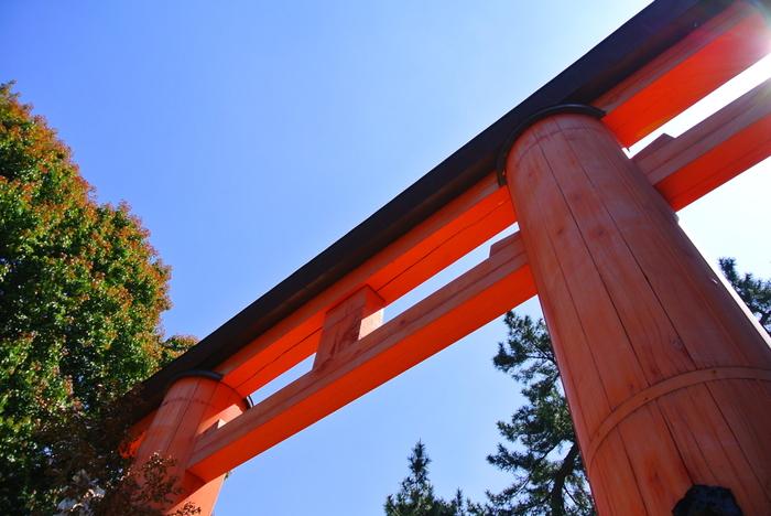 近鉄奈良駅から約10分のところに、参拝の起点となる「一之鳥居」があります。