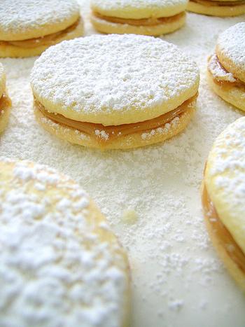お好きなクッキーにサンドすれば優しい濃厚な甘さが広がるミルクジャムクッキーに!