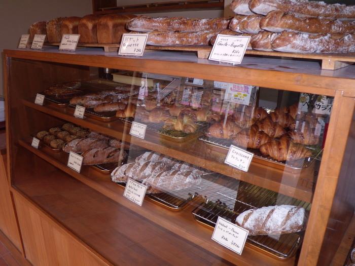 店内には評判のハード系(ドイツパン)がいっぱい。