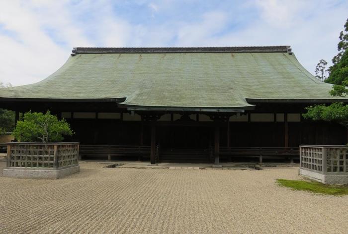 かつて弘法大師が住んだという「御影堂」は、御逮夜法会(おたいやほうえ)の後にだけ一般内拝することができます。