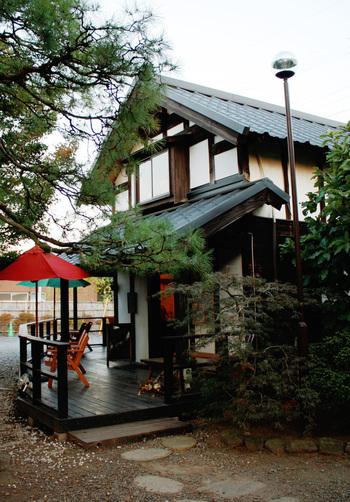 古民家を改装したベーカリーカフェ「蔵日和」。奥はイタリアン、手前がカフェになっていて、美味しくヘルシーなパンを店内で食べられる。