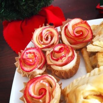 【アップル・ローズ・パイ】  切って、巻くだけで見た目にも華やかなリンゴでできたバラの花に。 ケーキ屋さんの様に、見た目もキレイでお土産にピッタリです。