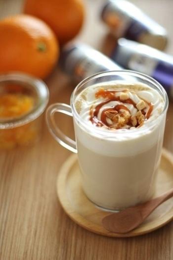 マーマレードとドライオレンジ、キャラメルソースで美味しい風味と甘みが加わったチャイ。おしゃれなカフェメニューのようですね。