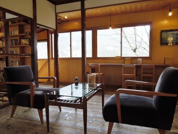 CAFEの2Fはギャラリースペース。客席としても利用出来ます。築50年をほとんどご自身の手でリノベーション。