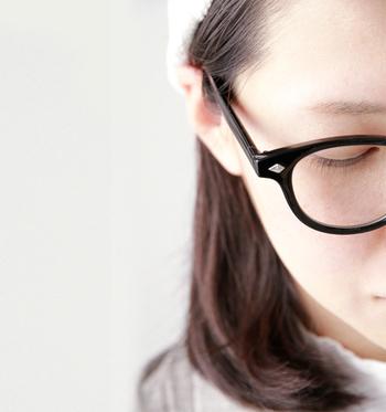 お洒落さんはメガネを上手に使っていますね!