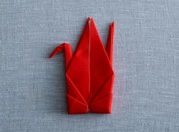 手間いらずでいつも可愛い折り紙のツルの形をキープしてくれます。