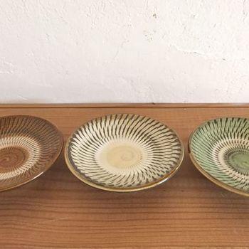 美しい模様が特徴的な小鹿田焼の豆皿。素敵な食器を大切に使いながらご飯をいただくと、日々の暮らしが豊かになりますよ。