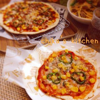 生地におからを混ぜ込んだピザ。ポリ袋に粉とおからを入れてモミモミ。そのままそれをアルミホイルにのばし、好きなものをトッピングしてトースターで焼くだけの簡単レシピ♪