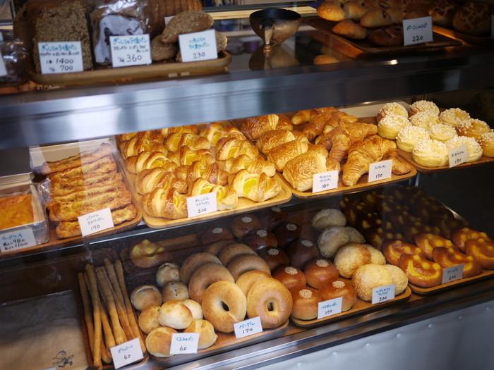 こんなに素敵なお店からパンの良い香りがしたら、思わず入っちゃいますよね♪