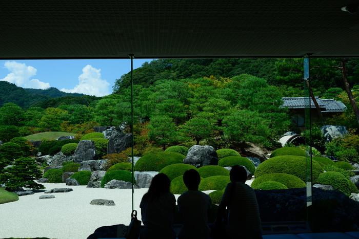 「足立美術館」(島根県安来市)/日本美の粋を極めた美術館。世界的に評価される美しい庭園と、横山大観をはじめとする近代日本画の見事な調和に心を奪われます。出雲大社に行かれる方も、ぜひ立ち寄ってみてはいかがでしょう。