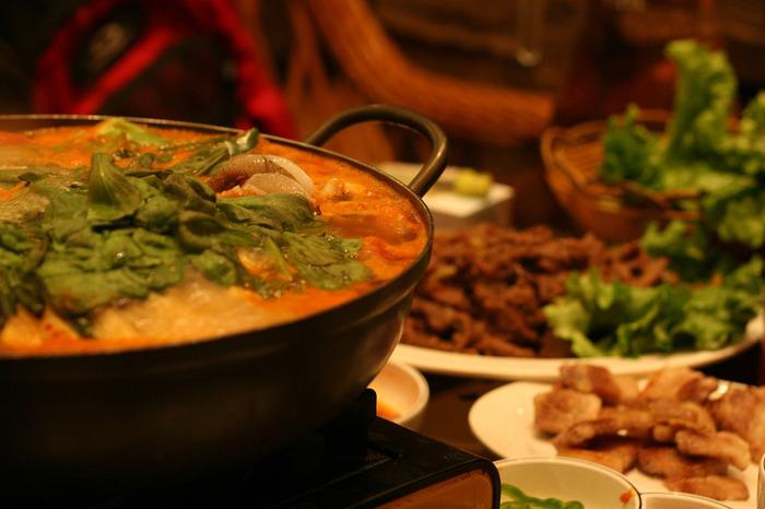 """""""美容大国""""と呼ばれる韓国には、伝統的なサウナやエステ、流行の韓国コスメ、身体に良い食材を使った伝統食など、女子に嬉しい魅力が盛りだくさん!"""