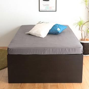 ドドーンと、インパクトのある高さのベッドは、マットレスをどけると・・・