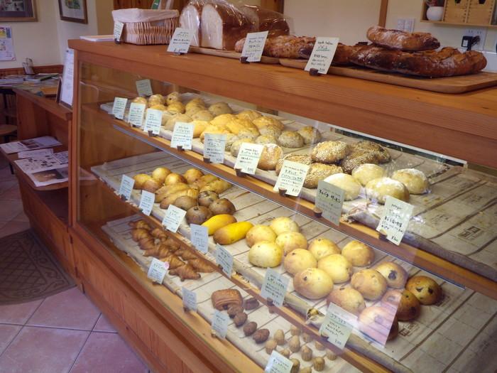 素材にこだわりぬいたシンプルで美味しいパンが並ぶ。