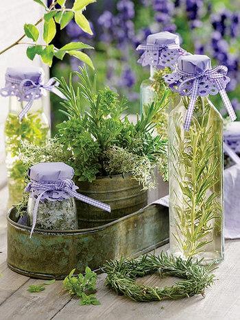 香り成分のエキスでドレッシングやハーブビネガーにも最適です。