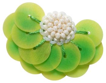 『Lettuce』 スパンコールの一枚一枚の重なりがレタスの葉そのもの。 とっても可愛らしく、ユーモアにとんだデザインのピアス。 ¥18,000(税抜き)