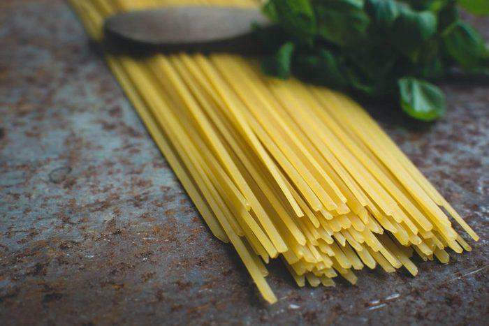ワンポットパスタとは、パスタを茹でたり、材料を炒めたり、煮込むなどいった工程を全てひとつの鍋で行うという調理法。いつものパスタをとっても簡単に作れて、しかも美味しいんです。