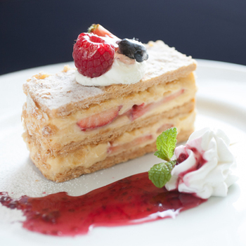 J'adore Chayamachiをティータイムに訪れてみるのもおすすめです。美しくデコレーションされたケーキの味は格別です。