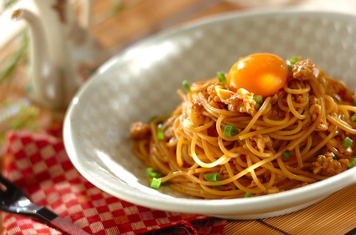 八丁味噌を使った和風の風味を楽しめるパスタです。鶏ひき肉を使うことで油分が少なくさっぱりと食べられそうです。