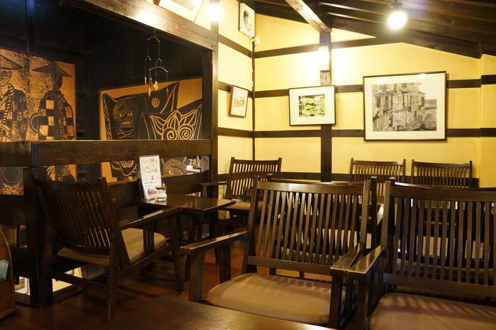しっとりとした深みのある家具や内装。 こんなカフェでゆったりとする時間を持つのも素敵ですね。
