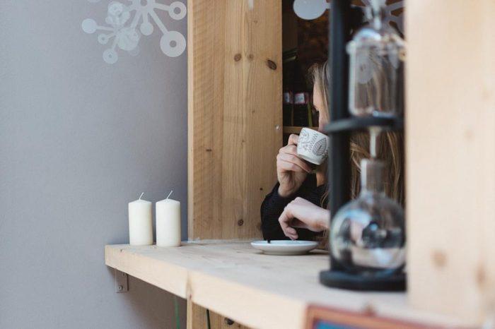 ここでは紹介できなかったおしゃれなカフェも、函館にはまだまだたくさんあるんです。もちろん地元の人たちも、日々の疲れを癒すためカフェに足を運んでいます。 人と人との出会いを楽しめる、景色を楽しめる、そんな函館らしい味わいのあるカフェにあなたもぜひ足を運んでみませんか?きっと有意義な時間が過ごせますよ。
