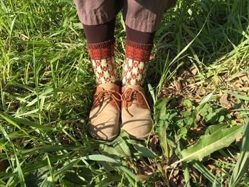 繊維が細くて柔らかなメリノウールを使用したレッグウォーマー。普通の毛糸の靴下はゴワゴワして苦手…という方にオススメです。