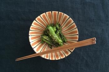 江戸時代には日常用の食器も大量に生産され、幕末には磁器も作られ始めます。こうして、現在では和食器の国内シェアの60%を占めるようになりました。