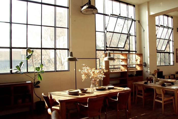 1997年1月、大阪の中央区にオリジナル家具の店としてオープンしました。(現在は旭区に移転)