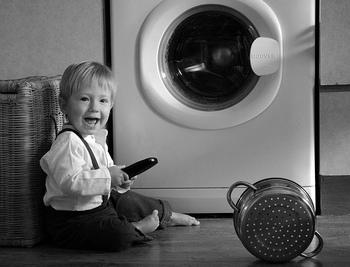 ●洗濯機&冷蔵庫の運搬準備  洗濯機は水を抜いておかないと、運搬中に漏れてしまうことがあります。冷蔵庫は、食材などを計画的に使い切り、水抜きや霜取りをしておきます。