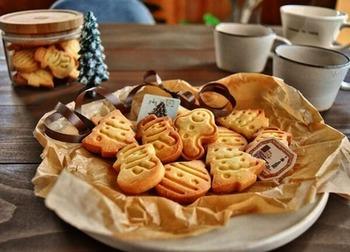 型抜きした後にラインを描けば、さらに表情豊かなクッキーに♪ツリーに雪だるま、ジンジャーブレッドマン。いつものクッキーも型を替えるだけで、たちまちクリスマス仕様に!