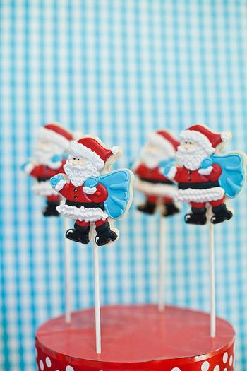 何とコレ!サンタクロースのクッキーなんです。ココまでくると、もう芸術ですね。クリスマスのお部屋のデコレーションにぴったりです♪