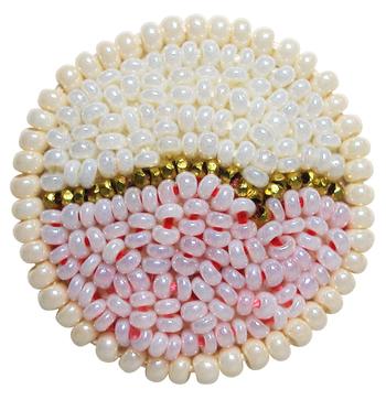 『Vital』 柔らかなピンクとホワイト。 2色を繋ぐゴールドのラインからは生命の繋がりを感じられるような、そんな気持ちになれるピアス。 ¥26,000(税抜き)
