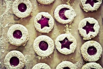たくさんの雪が降り積もったクッキーは、見ているだけでクリスマス気分に♪お口の中でシュガーパウダーの甘さがふんわり広がります!