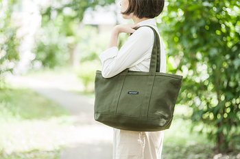 marimekko(マリメッコ)の「Mini Matkuri(ミニマツクリ)」は、シンプルなデザインが定番として使いやすいトートバッグです。