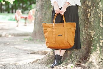 marimekko(マリメッコ)の「Mini Matkuri(ミニマツクリ)」 は、シンプルなデザインが定番として使いやすいトート バッグです。