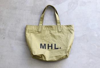 大人気、マーガレットハウエルのトートバッグ。 MHLのアイコンともなっているこちらのロゴトートバッグは、やっぱり手に入れたい一品。