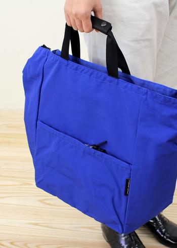 発色が綺麗なカラーバリエーションのコチラのバッグは、トートとショルダーの嬉しい2way仕様。