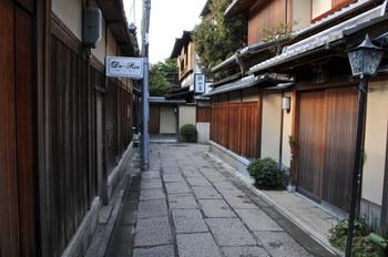 国内外からの観光客で賑わう京都には、早朝から拝観できる寺社がたくさんあります。朝の京都は、日中とはまた違った精悍な風景を楽しむことができます。そんな京都ではモーニングの文化が深く根付いていますが、町家を改装した店内でいただく朝ごはんはまた一味違った感動があることでしょう。そんな素敵なお店をご紹介します。