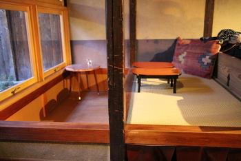 お座敷やレトロでクラシックな雰囲気のテーブル席など、色々なタイプの席があります。