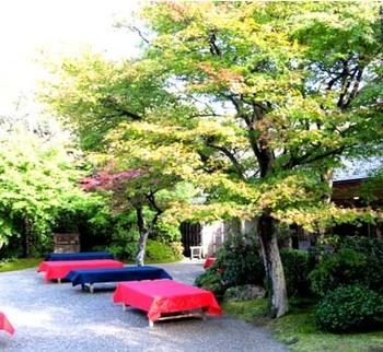 【「大河内山荘庭園」の茶屋】